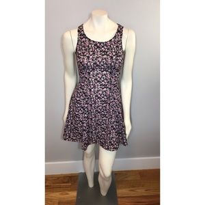 H&M Fitted Floral Skater Dress Size 6 🌷